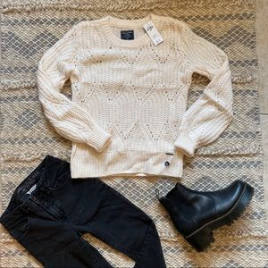 Abercrombie & Fitch cozy and warm sweater NWT